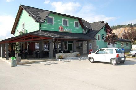 Rooms and restaurant En krajcar, Cerknica