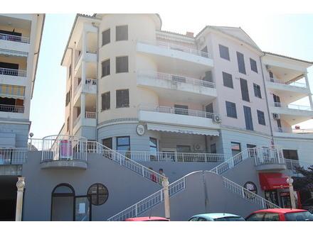 Apartma San Simon, Obala