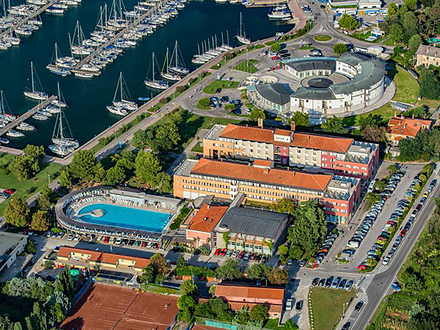 Hotel Delfin, Küste