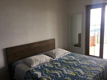 Apartma Grossi, Obala