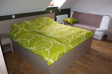 Hiša nasproti sonca – Zimmer und Apartment, Črnomelj