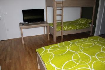 Hiša nasproti sonca – camere e appartamento, Črnomelj