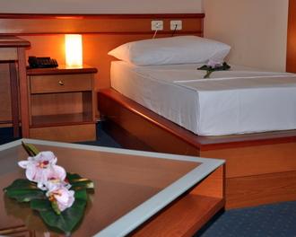 Hotel Oltra , Coast